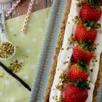 Crostata al pistacchio con mousse di yogurt e fragole