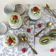 Cheesecake in barattolo con kiwi e lamponi