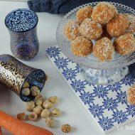 Tartufini di carote con nocciole e cocco